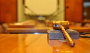 δικαστήριο-σφυρί-αίθουσα
